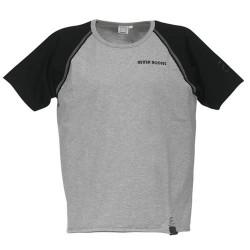 T-Shirt Cinza Mangas Pretas